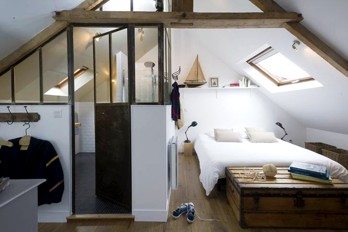 Attic Rooms - 11 Different Conversion Ideas: #6 All in One Bedroom Space