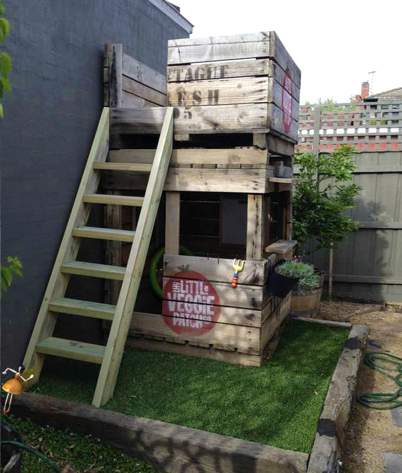 Is that a pallet swimming pool 24 diy pallet outdoor for Pallet tree fort